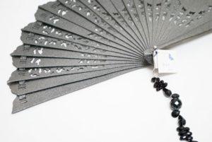 Abanico realizado con cristal, ónix, plata de primera ley y seda